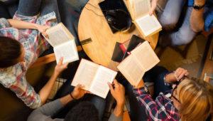 Club de lectura juvenil sobre el libro: ¡Eh, soy Les! | Abril 2018