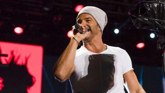 Vota por Ricardo Arjona en los Premios Billboard 2018