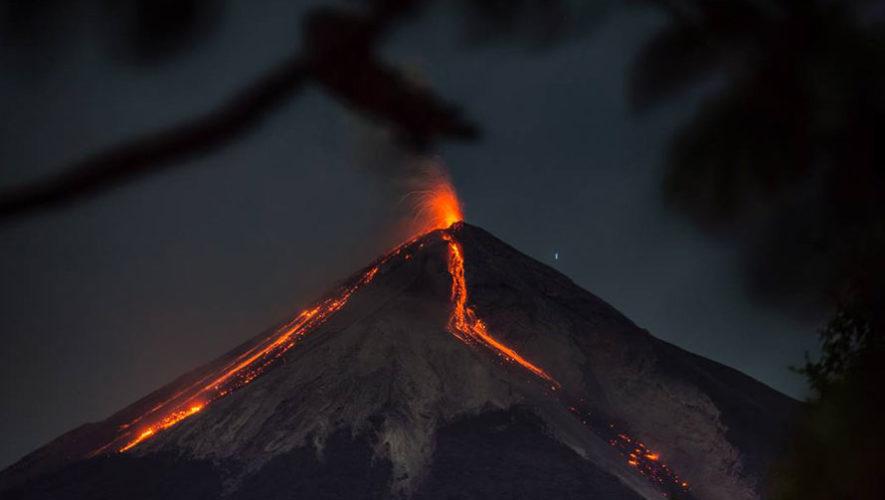 Ascenso nocturno al Volcán de Fuego | Abril 2018