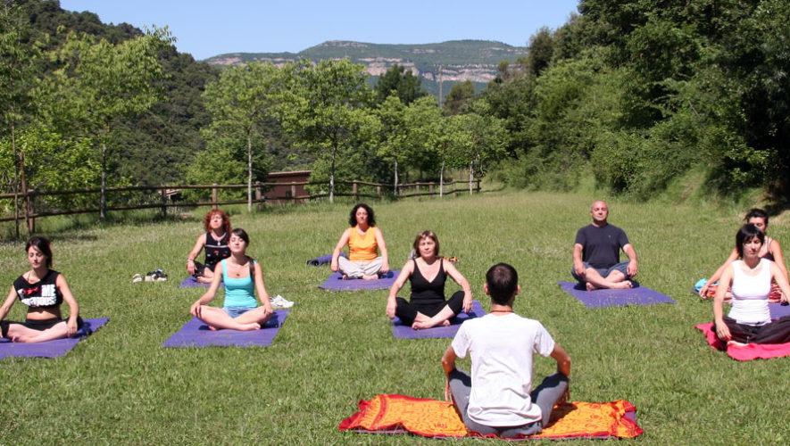 Clase de yoga al aire libre en Museo Miraflores   Abril 2018