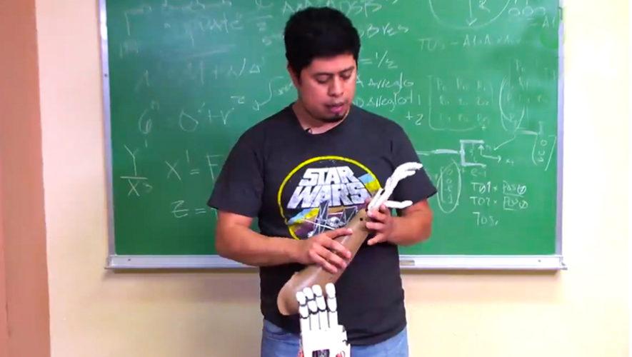 El guatemalteco Julio Fajardo es el creador de la prótesis Galileo Hand