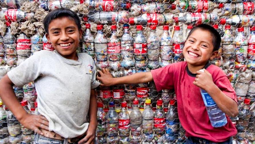 Escuelas en Guatemala han sido construidas con ecoladrillos