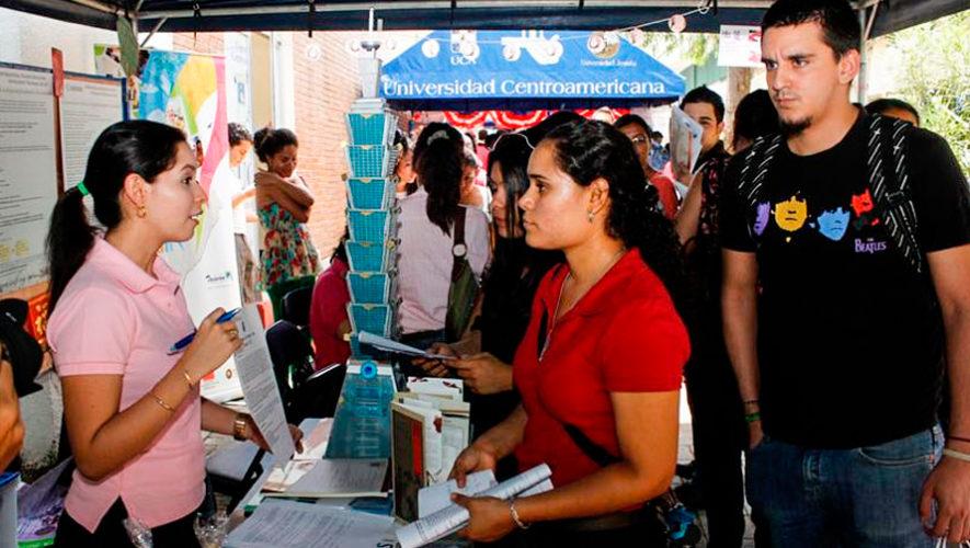 Feria de becas para aprender inglés y obtener un empleo en Call Center