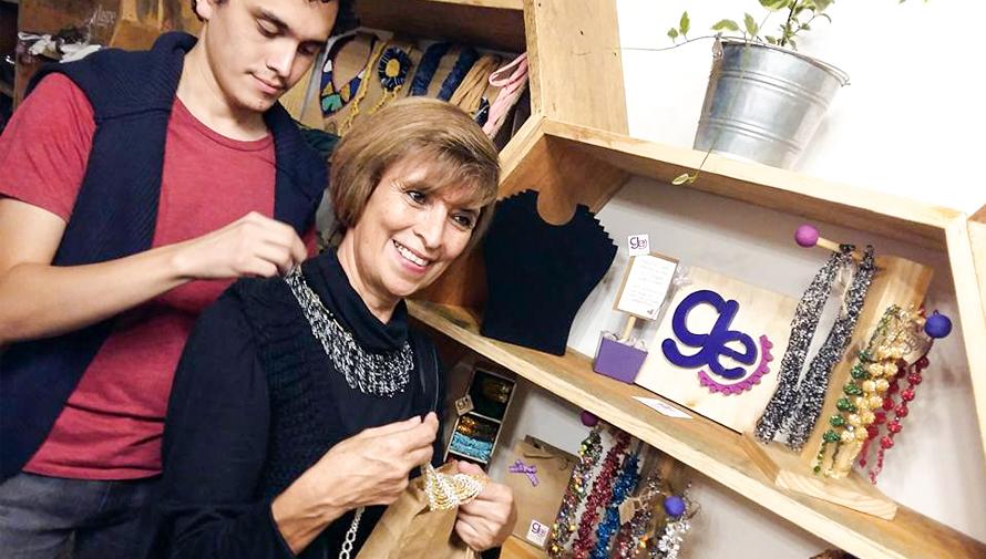Guate Estilo, collares y aretes artesanales hechos por mujeres guatemaltecas