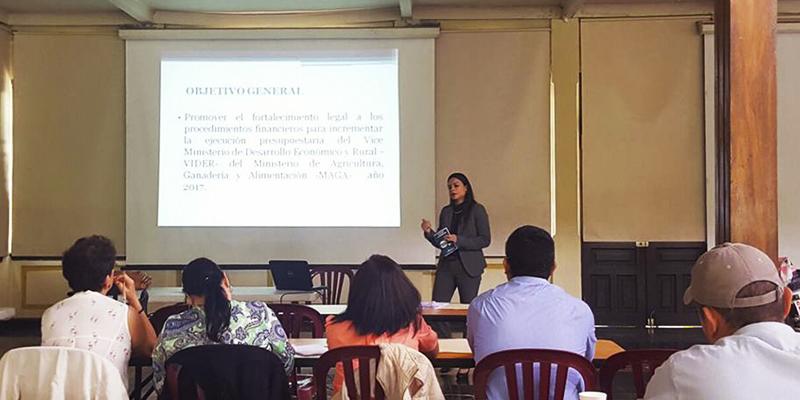 """""""Si no es legal, no existes"""" capacitará a guatemaltecos con sus negocios"""