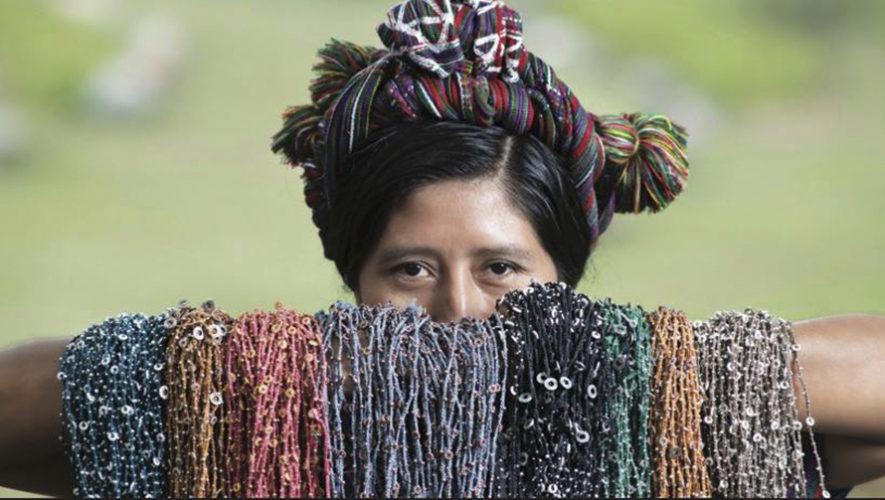Wakami, accesorios producidos por comunidades guatemaltecas