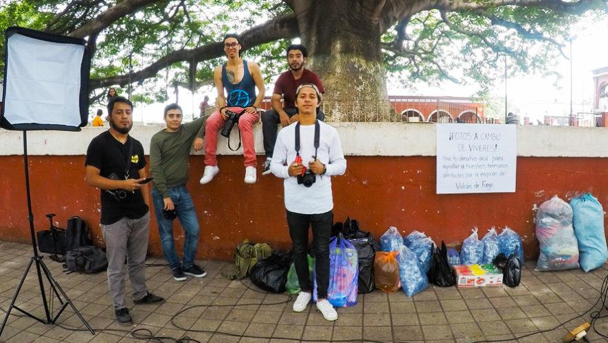 Guatemaltecos tomaron fotografías a cambio de víveres para los damnificados