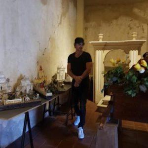 Ricardo Arjona visita famoso museo de Antigua Guatemala