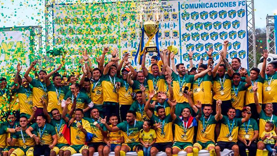 CD Guastatoya es felicitado por el presidente de la FIFA, Gianni Infantino