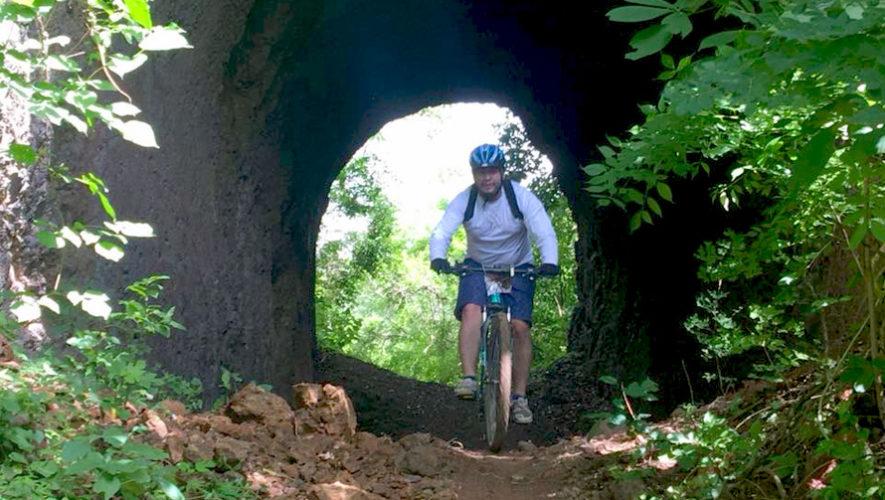 Colazo en bicicleta por los túneles férreos en Ipala, Chiquimula   Febrero 2019