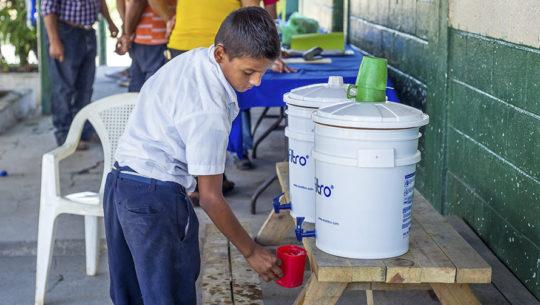 Ecofiltro llevará agua potable a más de 1 millón de familias en Guatemala