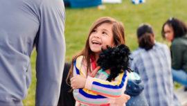 Julianna Gamiz, hija de guatemalteca, actúa en la película Familia al instante