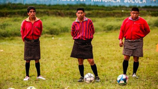 Xejuyup, la aldea guatemalteca que lleva el fútbol en sus trajes regionales