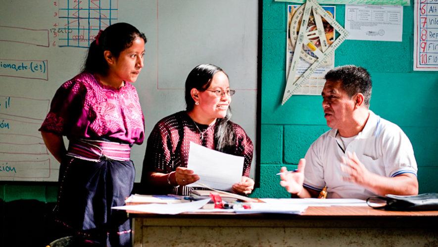 Cursos gratuitos de Kaqchikel para niños y adultos en Santiago Sacatepéquez