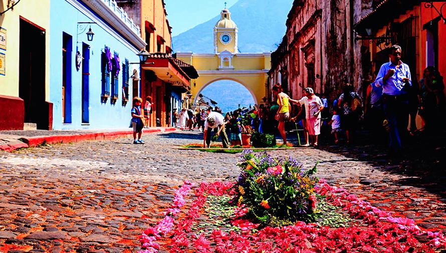 Elaborarán alfombra con técnica de aerografía en la Calle del Arco en Antigua Guatemala
