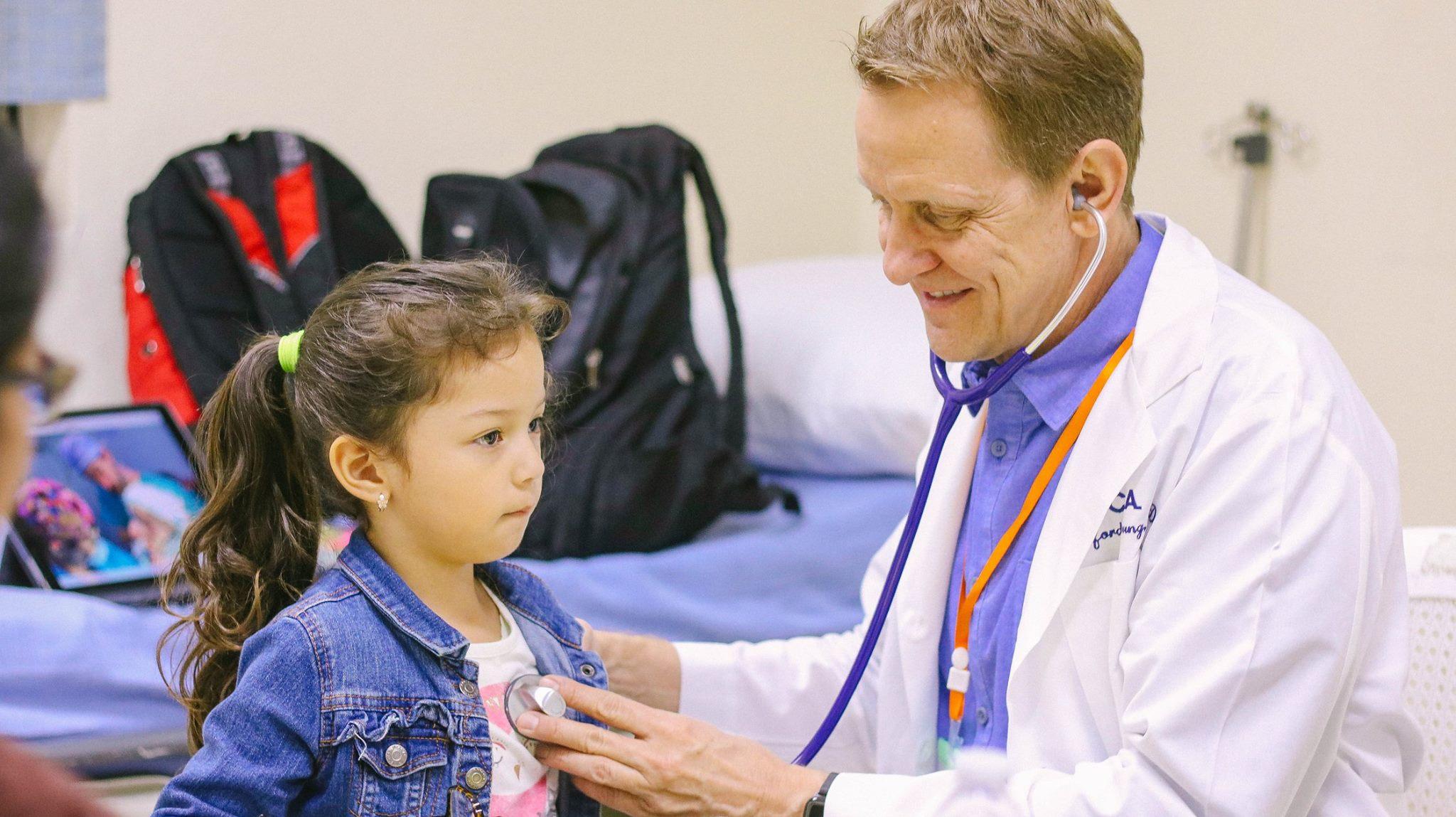 Jornada gratuita de ortopedia para niños en la Ciudad de Guatemala