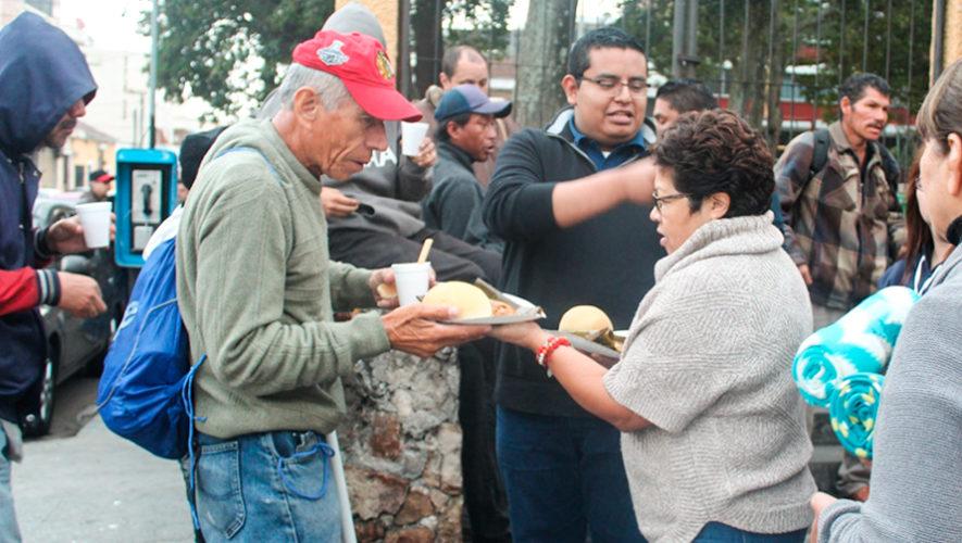 Operación panito iniciativa que regala desayuno a personas sin hogar en Guatemala
