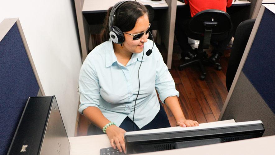 Programa promueve la inclusión laboral de personas con discapacidad visual y auditiva
