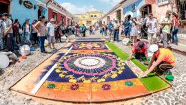 Foto de alfombra de Semana Santa en Antigua Guatemala fue publicada en NatGeo