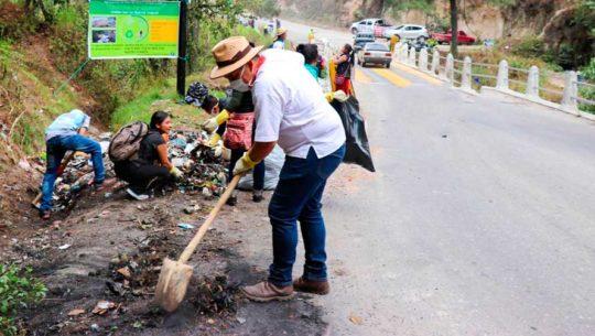 Guatemaltecos se unen para recoger 40 toneladas de basura en Sololá y Quiché
