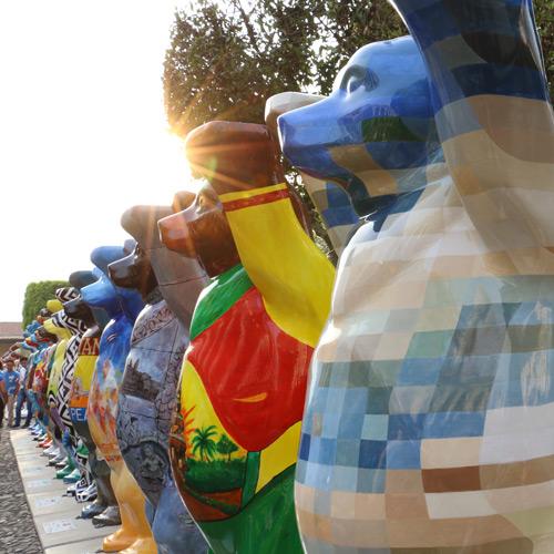 exposicion-de-osos-gigantes-united-buddy-bears-en-antigua-guatemala-abril-mayo