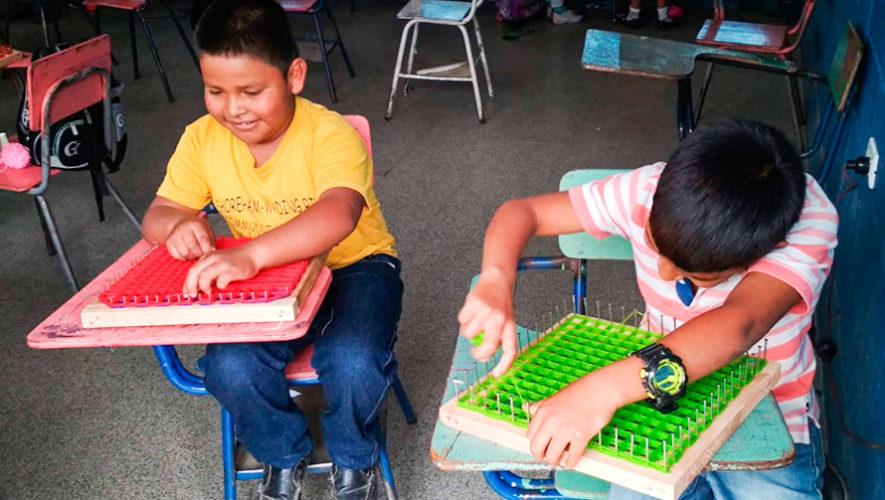 Centros educativos de Baja Verapaz ya no utilizarán bolsas de plástico y duroport