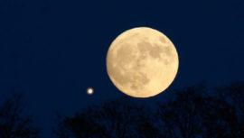 Fecha para ver la conjunción de la Luna y Saturno desde Guatemala en mayo de 2019