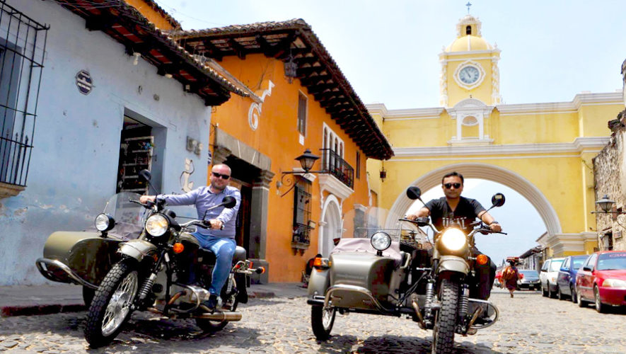 Tour en vehículos retro por Antigua Guatemala | Mayo 2019