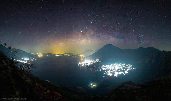 Vía Láctea sobre el Lago de Atitlán