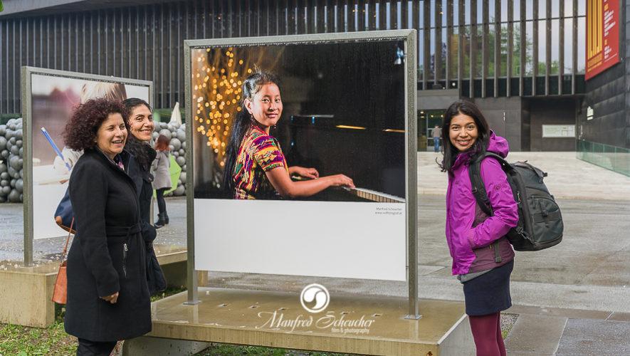 Yahaira Tubac y Joaquín Orellana forman parte de una exposición al aire libre en Austria