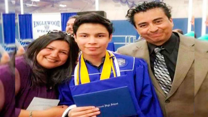 Fernando Urrutia se graduó con honores en Englewood High School, Estados Unidos