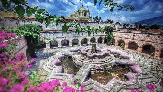 Fuente del Convento La Merced en Antigua Guatemala