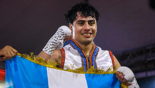 Lester Martínez noqueó a Rolando Paredes en su segunda pelea profesional