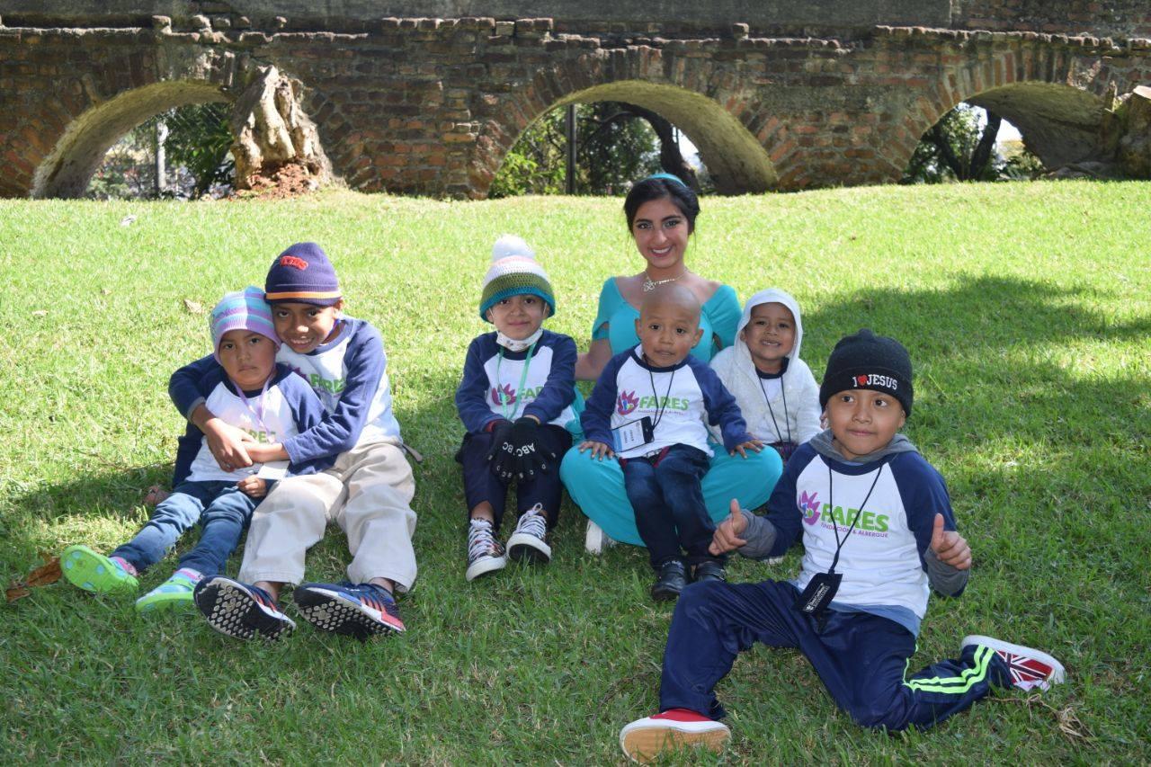 Recaudarán vestidos de noche para obra benéfica en la Ciudad de Guatemala
