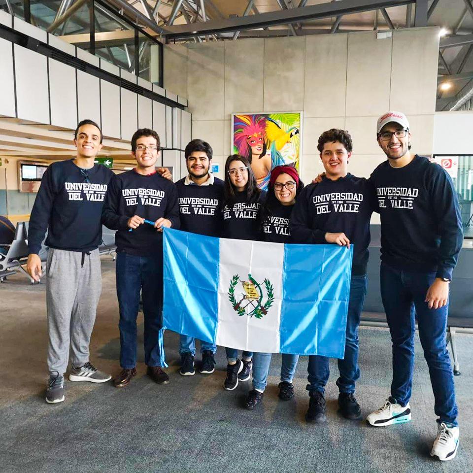 Estudiantes participan en Campeonato Mundial Universitario de Debate