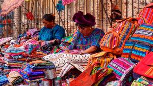 Exposición y venta de artesanías en Antigua Guatemala | Julio 2019
