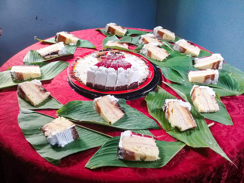 Familia de San Lucas Tolimán, Sololá, sirvió pastel de cumpleaños en hojas de plátano