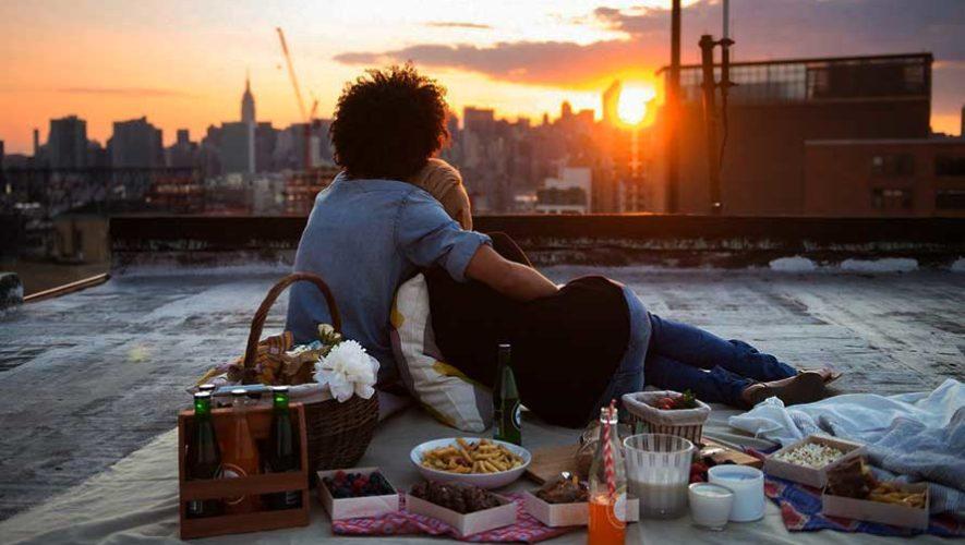 Noche romántica de picnic y cine en la terraza del Edificio Engel   Julio 2019