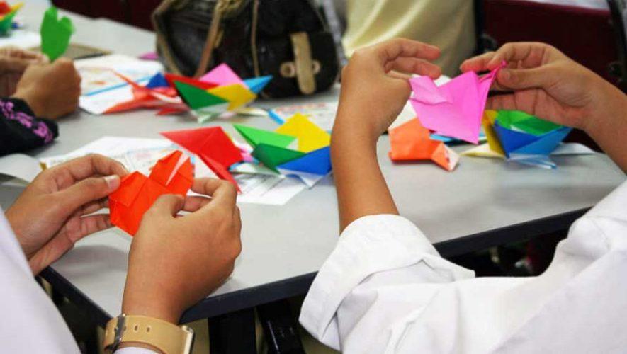 Taller de flores de origami en Zona 10 | Julio 2019