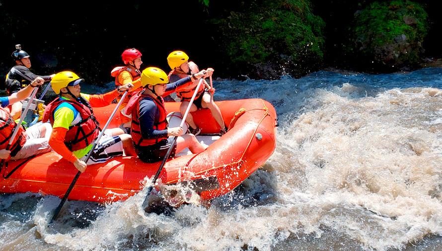 Aventura de rafting en el Río Coyolate
