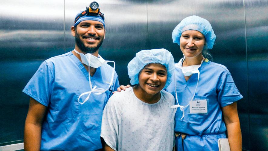 Cirugía gratuita de mano y brazo para niños y adolescentes en agosto 2019