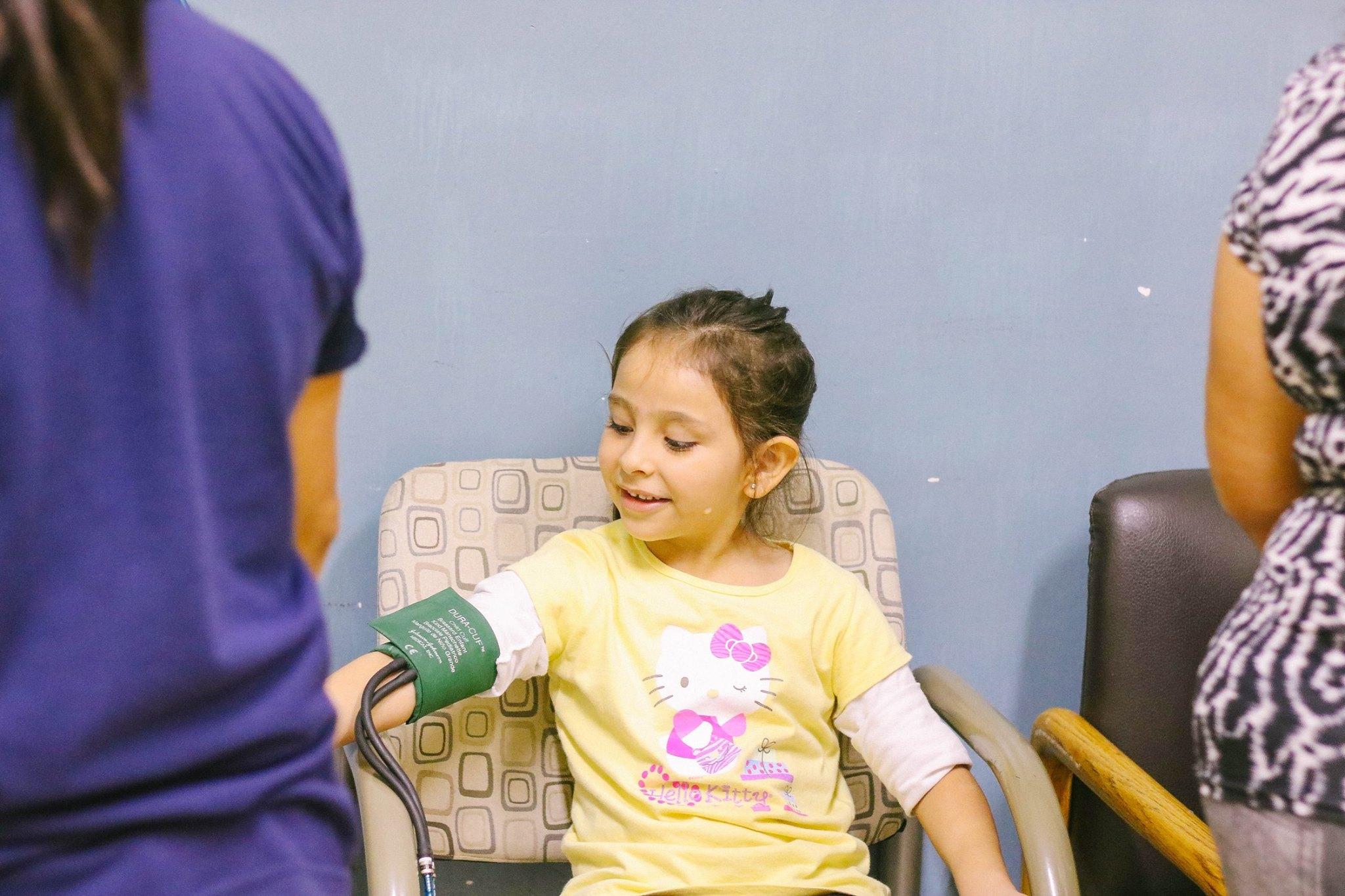 Cirugía gratuita de mano y brazo para niños y adolescentes