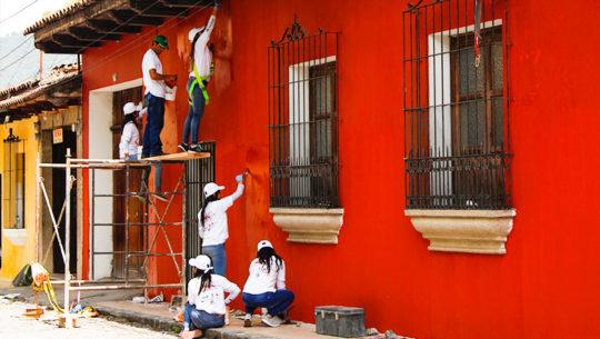 Llenan de color las casas de Antigua Guatemala