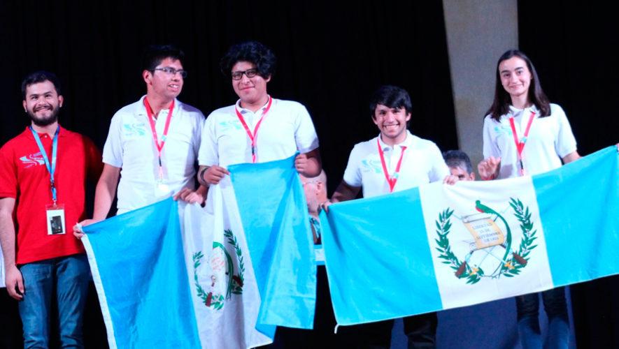 Guatemaltecos ganaron menciones honoríficas en Olimpiada de Matemática en México