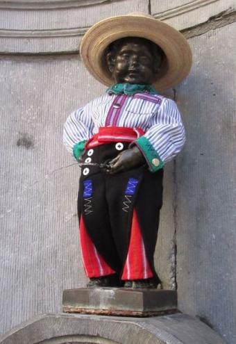 Manneken Pis en Bélgica portó el traje regional de Todos Santos Cuchumatán
