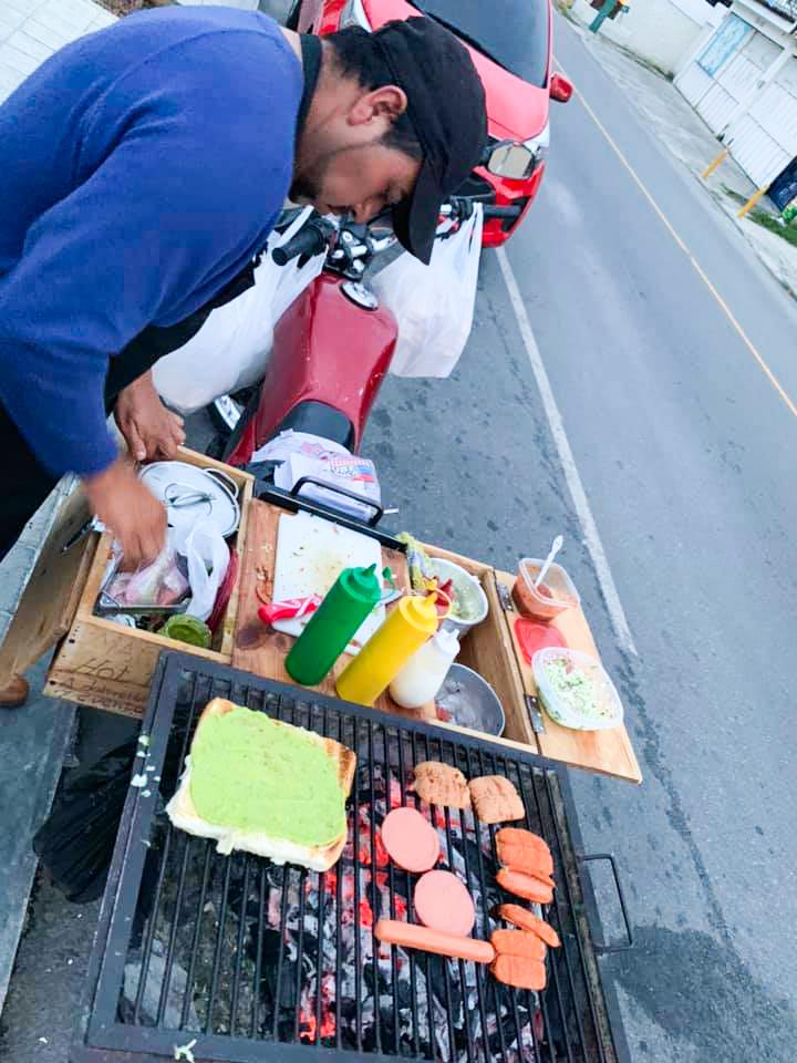 Mario Osoy vendedor de shucos en Guatemala