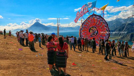El festival de barriletes gigantes del Lago de Atitlán