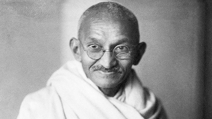 Teatro de sombras mostrando la vida de Gandhi | Octubre 2019