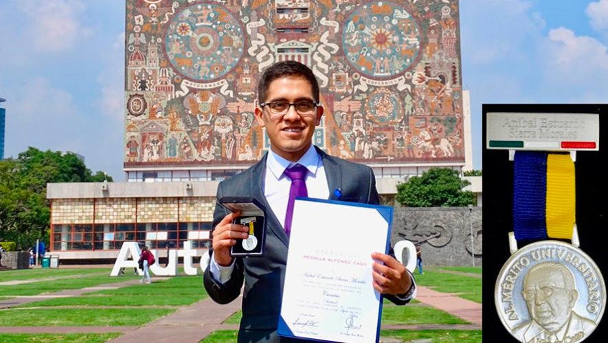 Anibal Morales fue condecorado con medalla Alfonso Caso en la UNAM, México