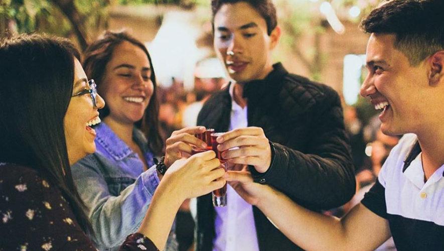Fiesta con temática de los 90 en Antigua Guatemala | Noviembre 2019